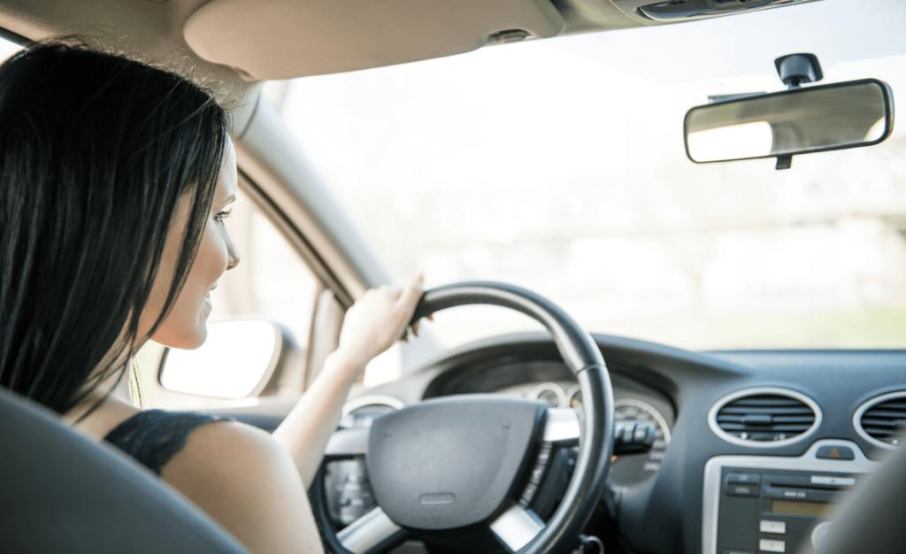 Czy muzyka ma wpływ na skupienie kierowcy